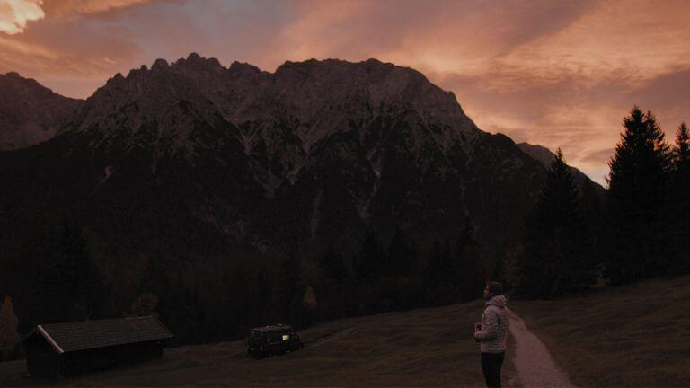 Van Berge Sonnenaufgang Camper 1000px